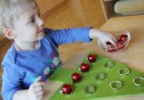 weihnachtliches baumschm cken ein spiel nach montessori. Black Bedroom Furniture Sets. Home Design Ideas