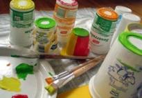 Materialdruck mit verschieden großen Plastikbechern